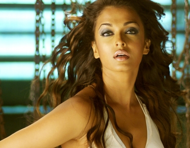 Aishwarya's DHOOM:2 act in PINK PANTHER?